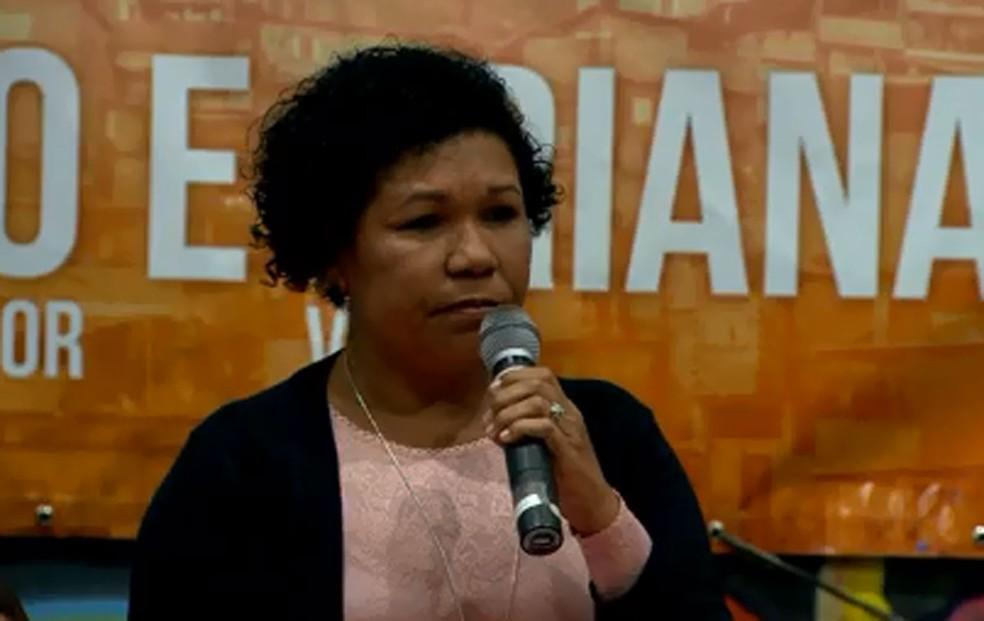 Vera Lúcia discursa em convenção do PSTU — Foto: Reprodução/TV Globo