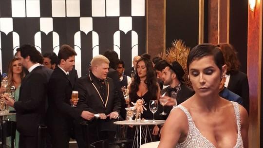 Deborah Secco resiste aos doces e Rafa Vitti 'tieta' Tatá Werneck; veja os bastidores do 'Troféu Domingão'