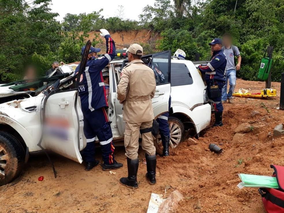 Carro capotou em ribanceira em acidente envolvendo ex-deputado estadual em Rondônia (Foto: PRF/Divulgação)