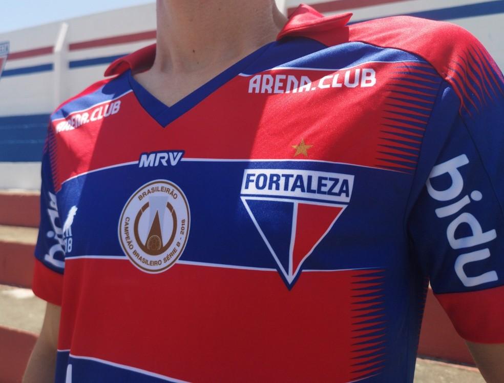 Escudo e outros elementos estarão sublimados no uniforme, diferentemente dos modelos vendidos nas lojas, que possuem costura — Foto: Leonardo Moreira/FortalezaEC