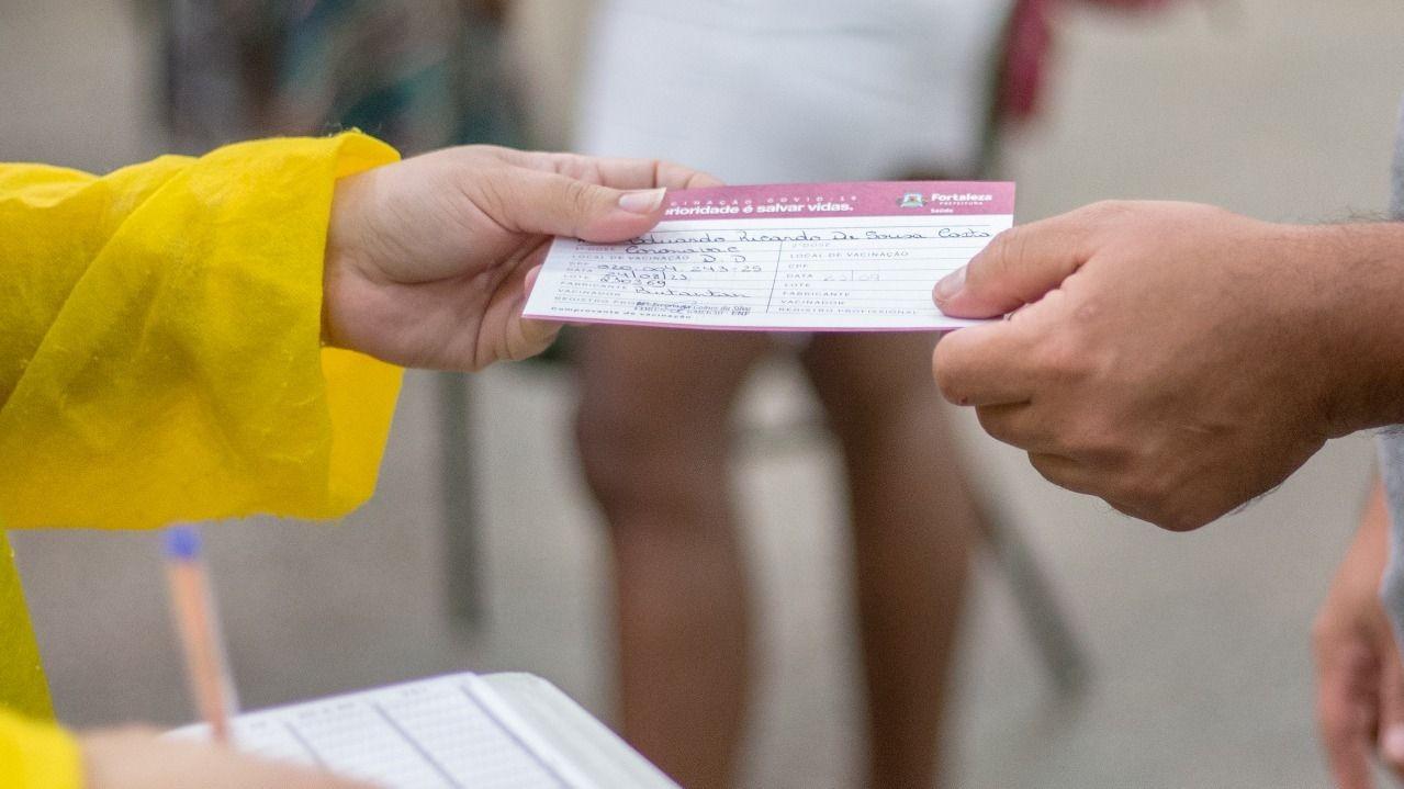 Comprovante de vacinação contra Covid-19: veja como conseguir o documento em Fortaleza