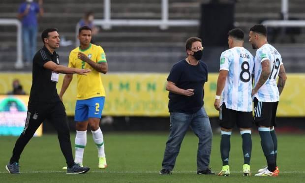 Agente da Anvisa interrompe Brasil x Argentina