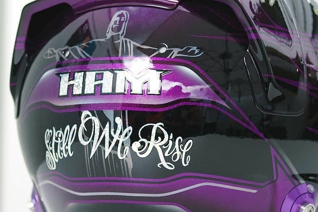 Capacete preto Hamilton 2020 (Foto: Divulgação )