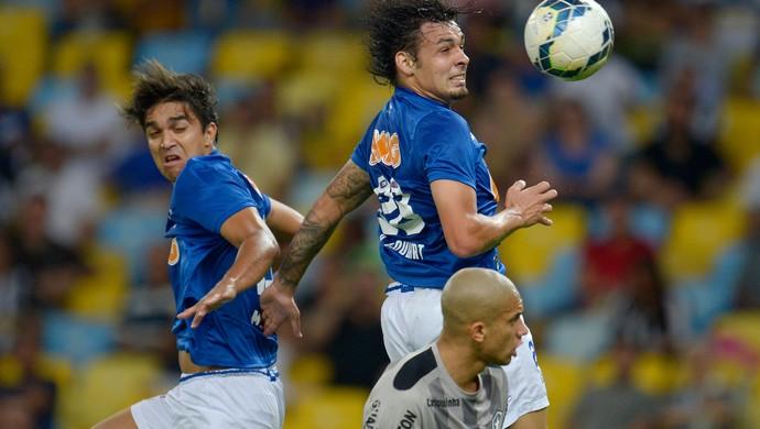 Artilheiro do Brasileirão, Goulart passa em branco, mas elogia ponto fora