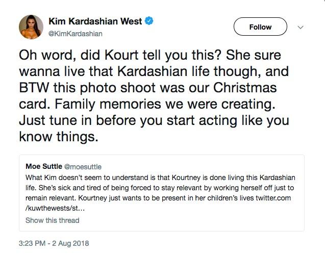 A socialite Kim Kardashian rebatendo um fã que defendeu sua irmã Kourtney Kardashian na treta envlvendo as duas socialites (Foto: Twitter)