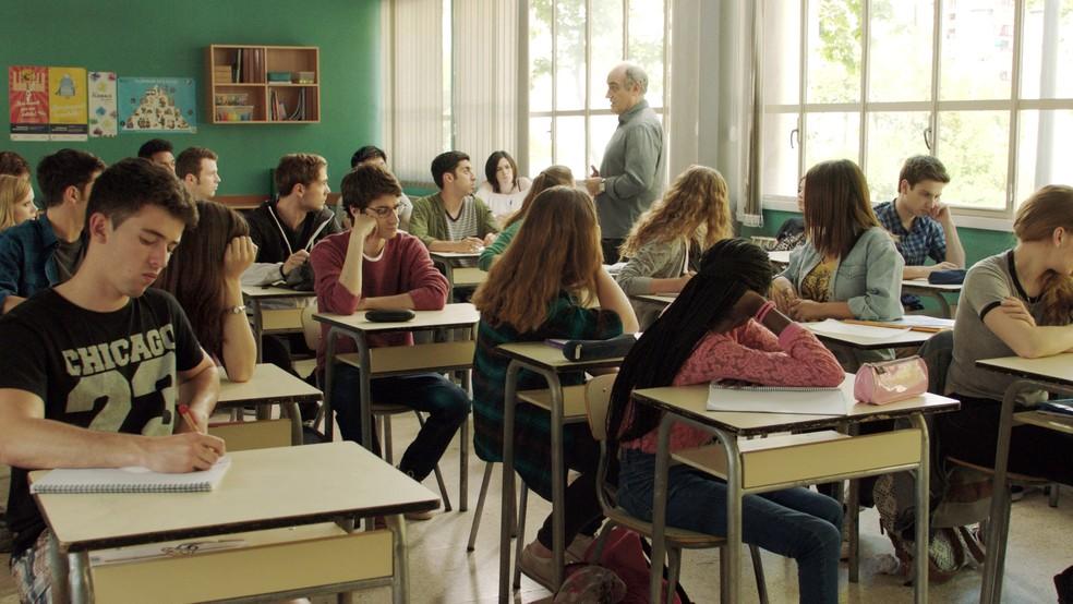 Série 'Merlí' usa filosofia para refletir sobre conflitos na adolescência. — Foto: Divulgação/TV3