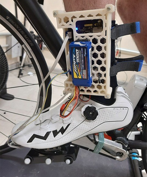 Pesquisadores da UFRGS criam equipamento que ajuda ciclista a pedalar melhor e com segurança