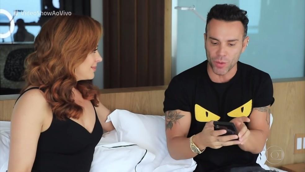 Claudia Raia conta curiosidades para Mazzafera no 'Vídeo Show' — Foto: TV Globo