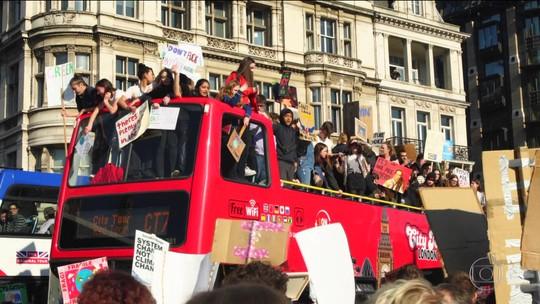 No Reino Unido, crianças faltam à aula para lutar pelo meio ambiente