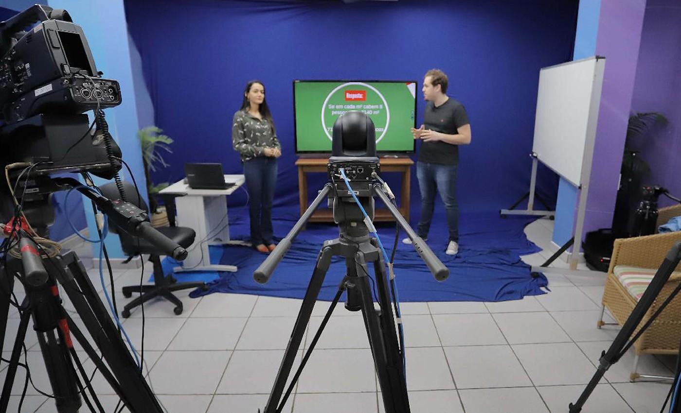 Escola na TV começa a ser transmitida nesta segunda-feira para 47 mil estudantes em Ribeirão Preto, SP