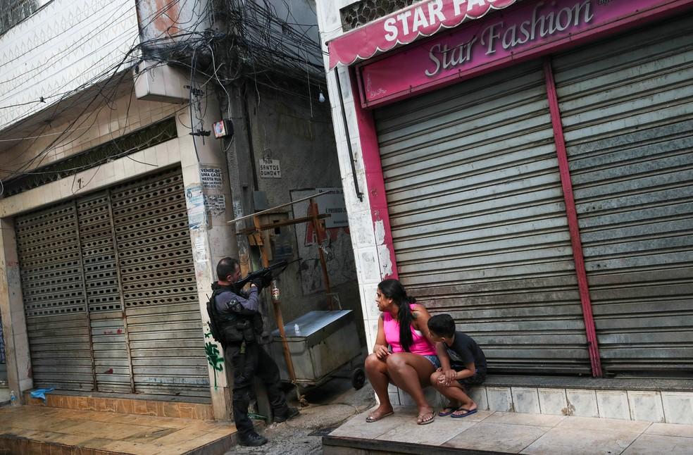 Operação policial na favela do Jacarezinho; liminar do STF fez mortes despencarem em 2020 — Foto: Ricardo Moraes/Reuters