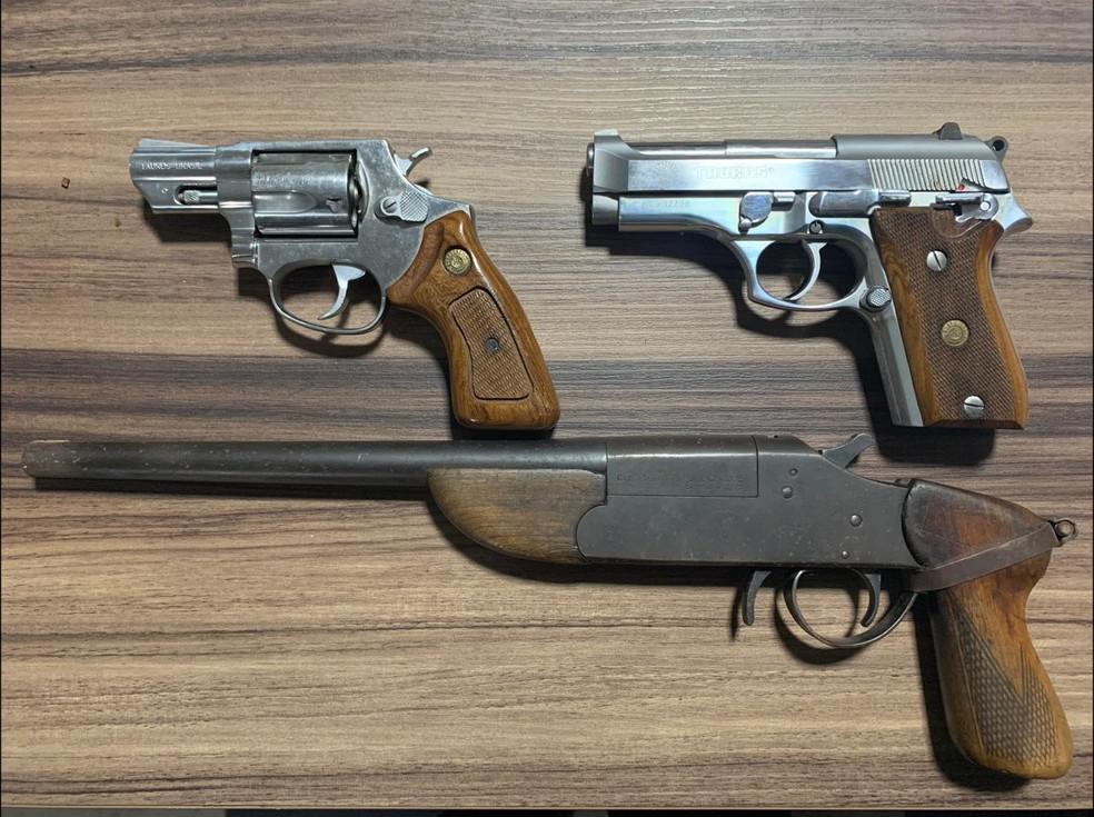 Armas localizadas pela PF de SP durante operação contra crime organizado — Foto: Divulgação PF