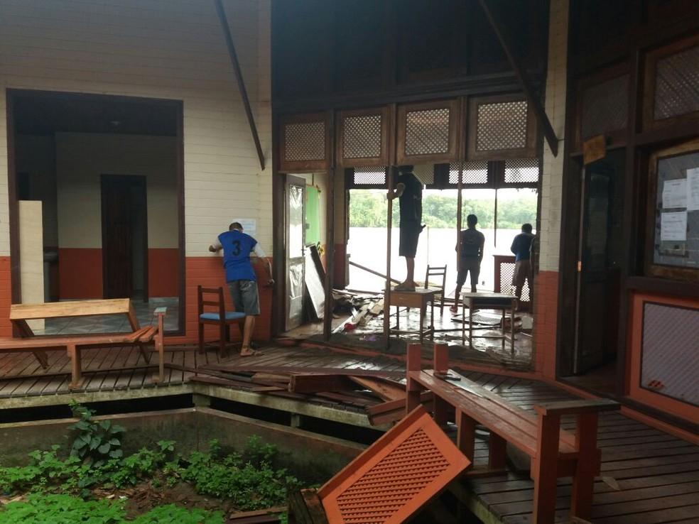 Escolas públicas foram desmontadas por causa do fenômeno das Terras Caídas (Foto: Secom GEA/Divulgação)