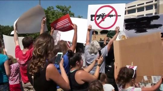 Em meio a protestos, Trump visita El Paso e Dayton após massacres