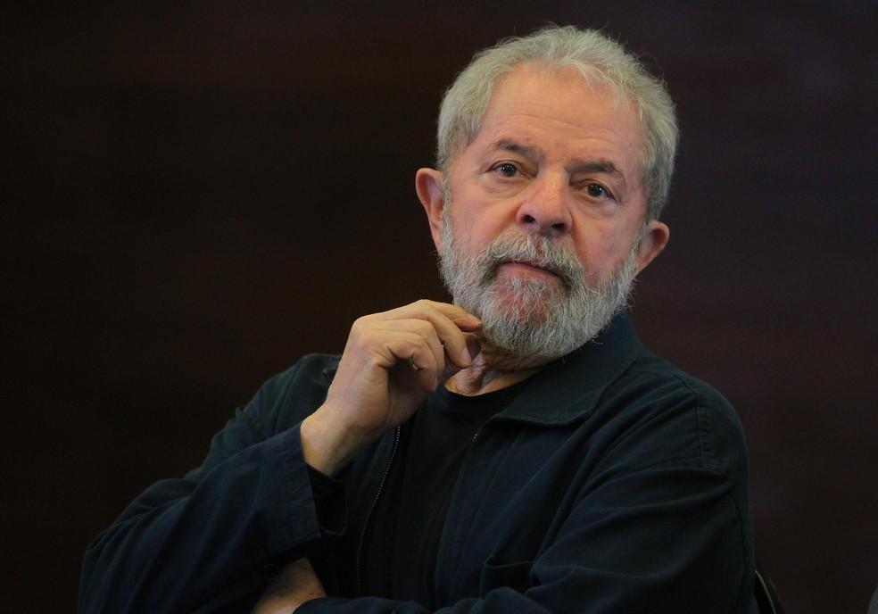 O ex-presidente Luiz Inácio Lula da Silva foi condenado por corrupção passiva e lavagem de dinehiro em relação ao triplex e absolvido em relação ao armazenamento do acervo presidencial (Foto: Sérgio Castro/Estadão Conteúdo/Arquivo)