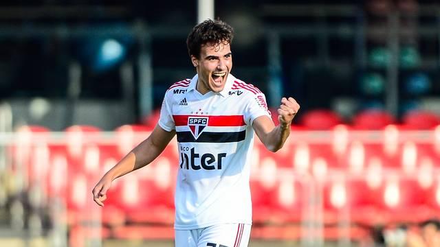 Igor Gomes comemora o gol pelo São Paulo