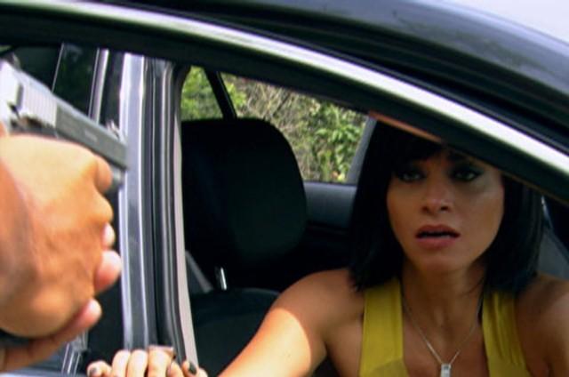 Marcela (Suzana Pires) é vítima de uma armação (Foto: TV Globo)
