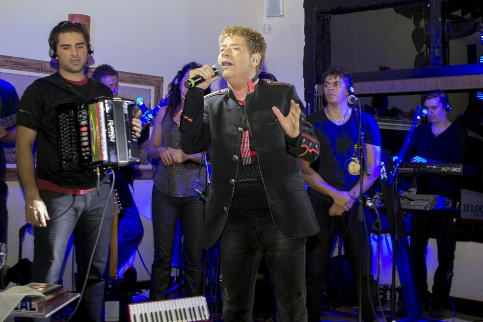 Roberto Leal em show recente no interior de São Paulo — Foto: Divulgação