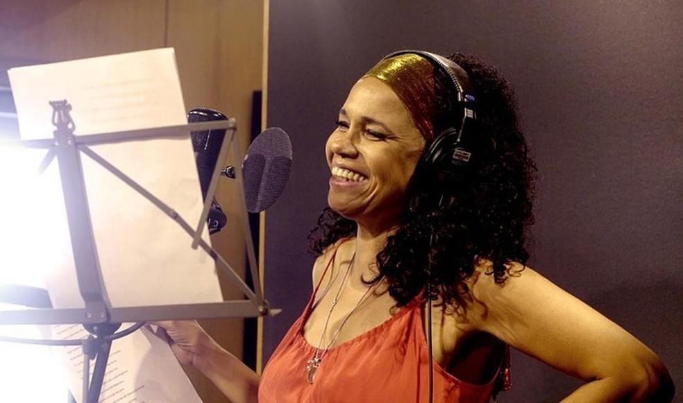 Teresa Cristina em estúdio — Foto: Reprodução / Facebook Uns Produções