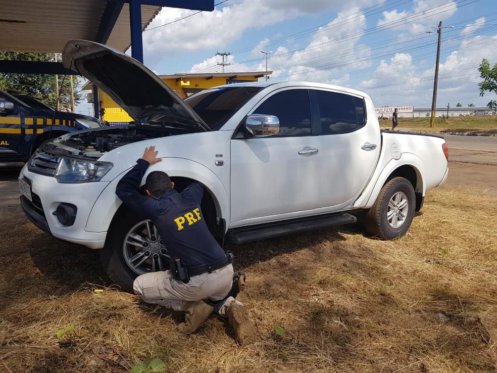 Motorista e caminhonete foram encaminhados para a Delegacia Regional de Polícia Civil de Santa Inês — Foto: Divulgação/Polícia Rodoviária Federal