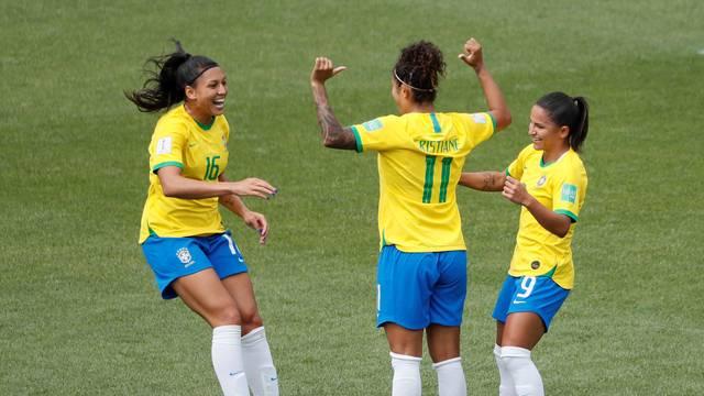 Camisa 11 do Brasil decide na estreia