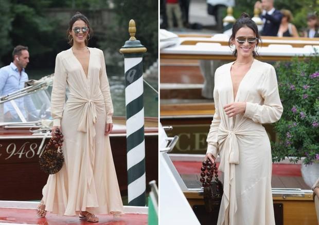Bruna Maquezine usa look de Jacquemus em Veneza (Foto: Getty Images)