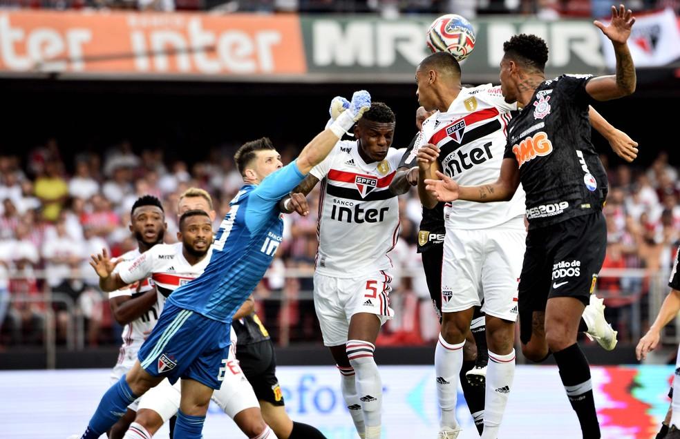 Tiago Volpi diz que São Paulo foi superior ao Corinthians nos 90 minutos — Foto: Marcos Ribolli