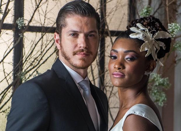 Caio Paduan e Érika Januza gravam cenas de casamento de 'O Outro Lado do Paraíso' (Foto: Divulgação/TV Globo)