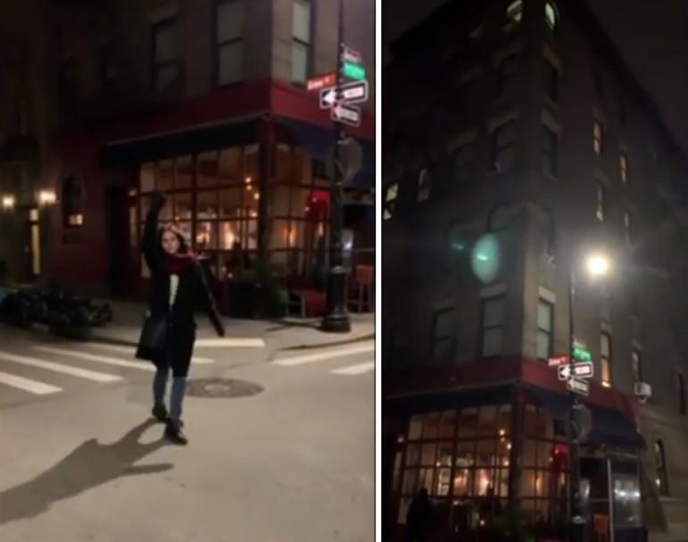A atriz Courteney Cox durante o passeio dela em Nova York em frente ao apartamento da personagem dela na série Friends (Foto: Instagram)