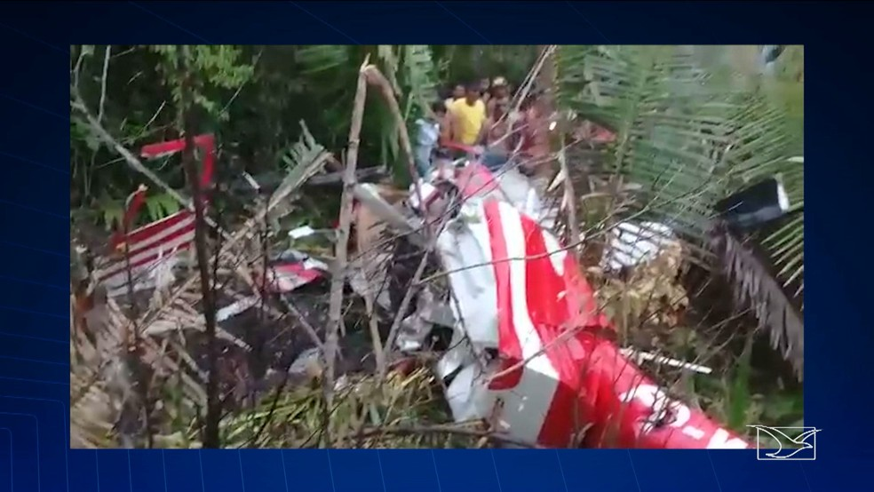Três médicos e um policial civil morrem após queda de helicóptero entre as cidades de Morros e Axixá (Foto: Reprodução/TV Mirante)