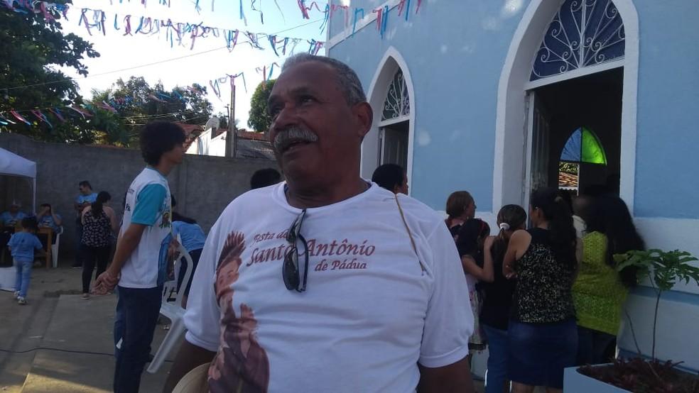 O aposentado João Paulo, 68, se prepara para sua 40ª viagem à Juazeiro (Foto: Matheus Tenório/G1)