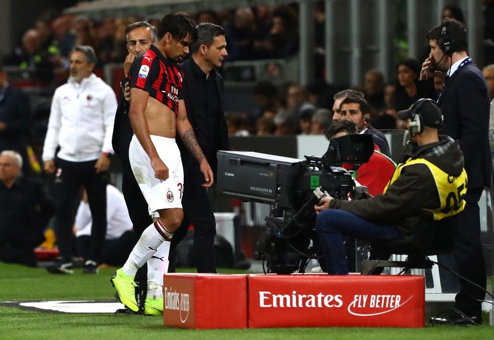 Lucas Paquetá leva cartão vermelho: Milan está fora até mesmo da Liga Europa na temporada 2019/20 — Foto: Marco Luzzani/Getty Images