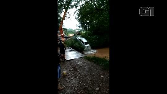Homem que dirigia carro roubado cai em rio durante fuga em Francisco Beltrão