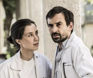 Marjorie Estiano e Júlio Andrade em 'Sob pressão' | João Miguel Júnior/TV Globo