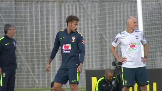 Com Neymar, mas ainda sem o grupo completo, Seleção treina em Teresópolis