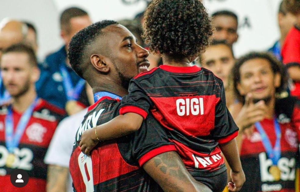 Gerson comemora título com a filha, Giovana — Foto: Arquivo Pessoal