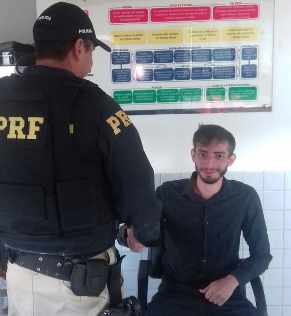 Universitário foi encontrado por equipe da PRF (Foto: Polícia Rodoviária Federal/Divulgação)