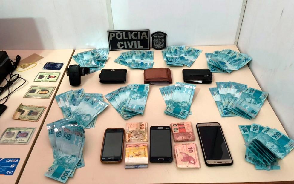 Cerca de R$ 10 mil em notas falsas foram apreendidos pela polícia (Foto: Divulgação/Polícia Civil)