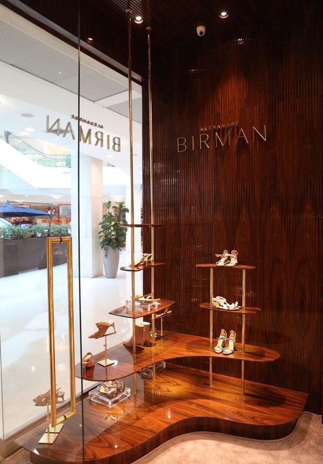 Nova loja de Alexandre Birman no shopping Leblon, no Rio de Janeiro  (Foto: divulgação)
