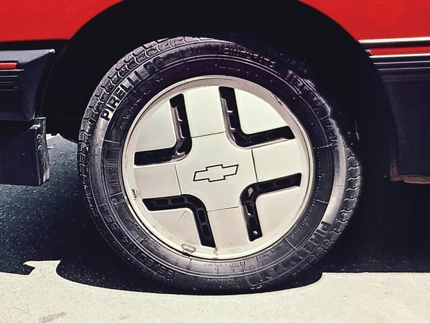 Roda do Chevrolet Monza S/R (Foto: Autoesporte)