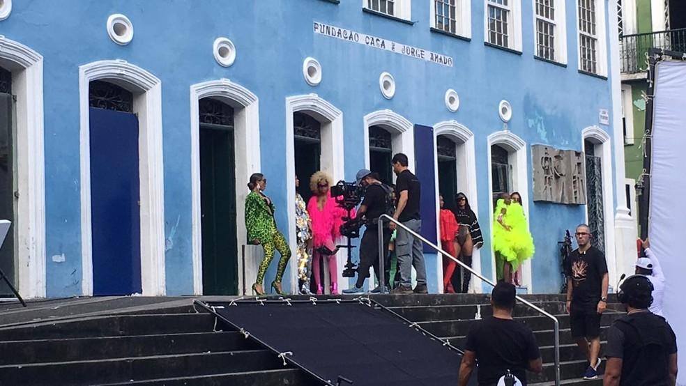Anitta grava clipe no Centro Histórico de Salvador nesta quinta-feira (13) — Foto: Itana Alencar/G1