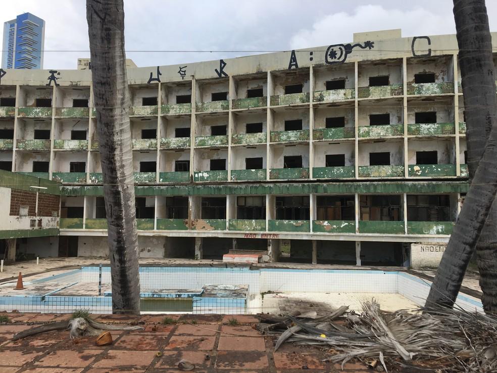 Hotel Reis Magos em Natal completa 24 anos de abandono — Foto: Leonardo Erys/G1