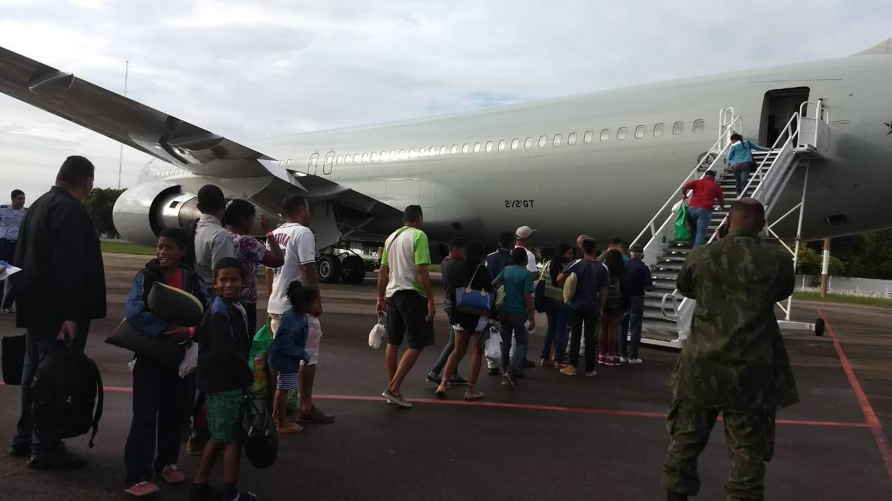 Voo da FAB leva mais 29 venezuelanos de Boa Vista para Cuiabá