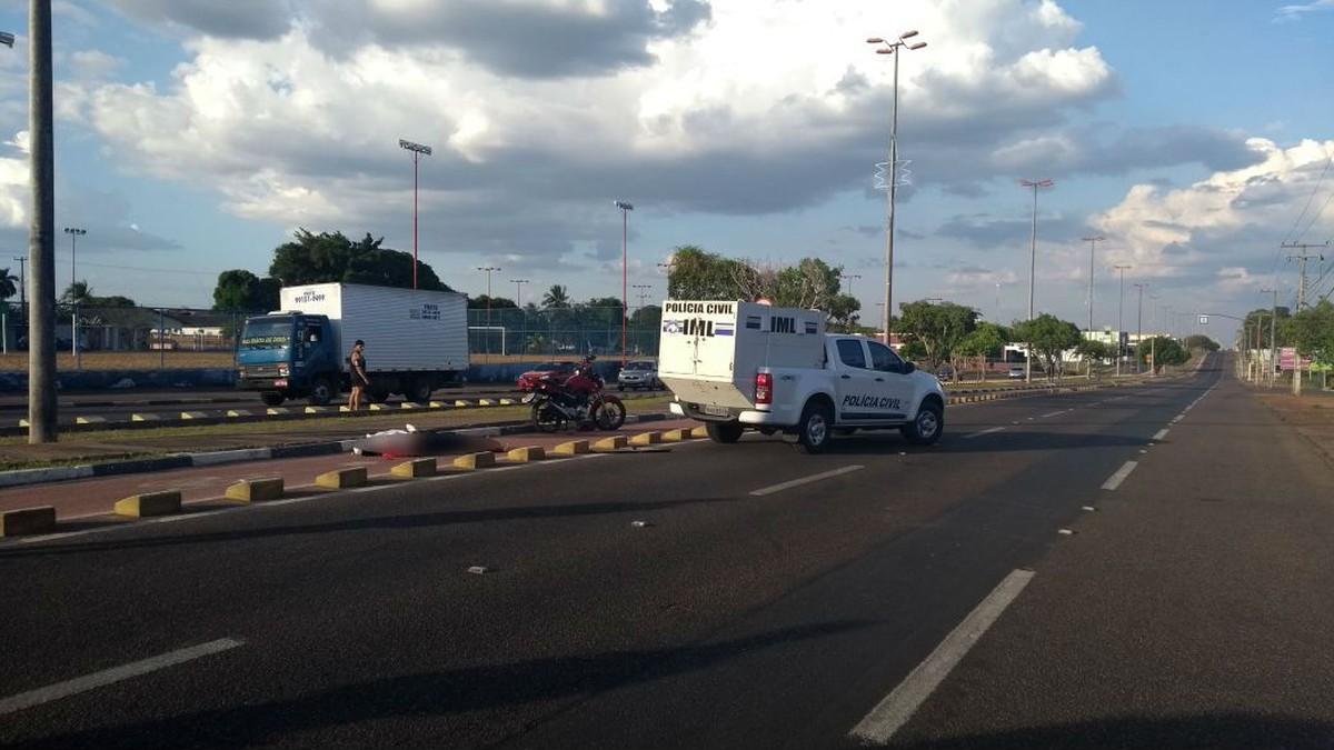 Motociclista morre após perder controle e bater em bloco de proteção em avenida de Boa Vista