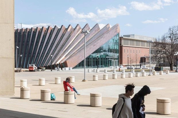 """Fachada de prédio nos EUA """"desaba"""" como um dominó (Foto: Reprodução )"""
