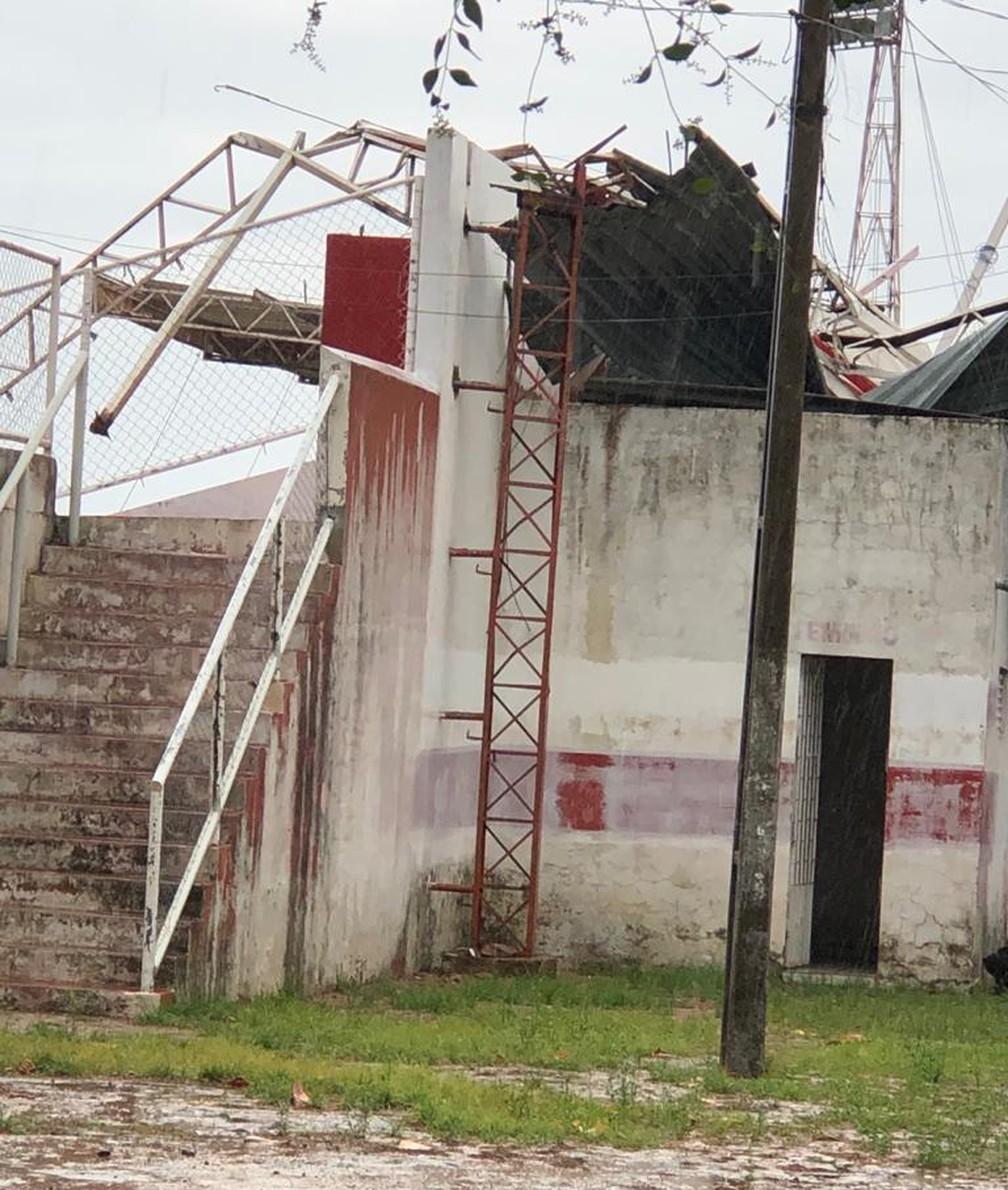Cobertura da Arena Ytacoatiara, em Piripiri, desaba  — Foto: Reprodução/Rede Social