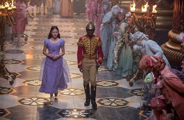 Mackenzie Foy e Jayden Fowora-Knight em O Quebra-Nozes e os Quatro Reinos (Foto: Divulgação/Disney)
