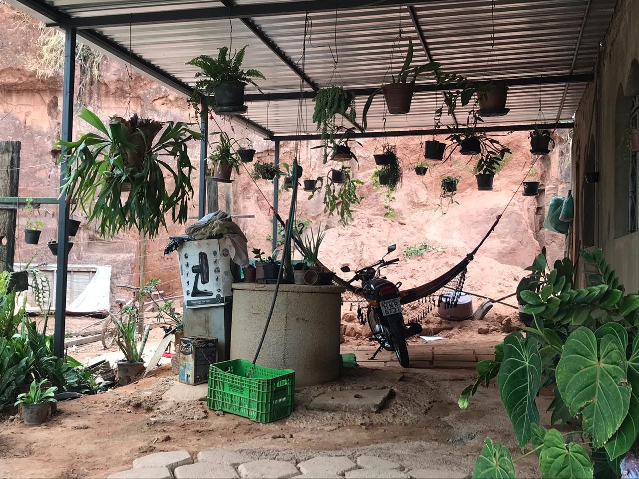Barranco desliza e menino de um ano e oito meses morre soterrado em Ipatinga - Notícias - Plantão Diário