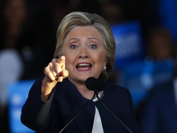 Hillary discursa em Detroit nesta sexta-feira (4) (Foto: Paul Sancya/AP)