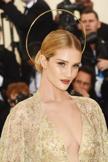 Rosie Huntington-Whiteley, com joias Ana Khouri